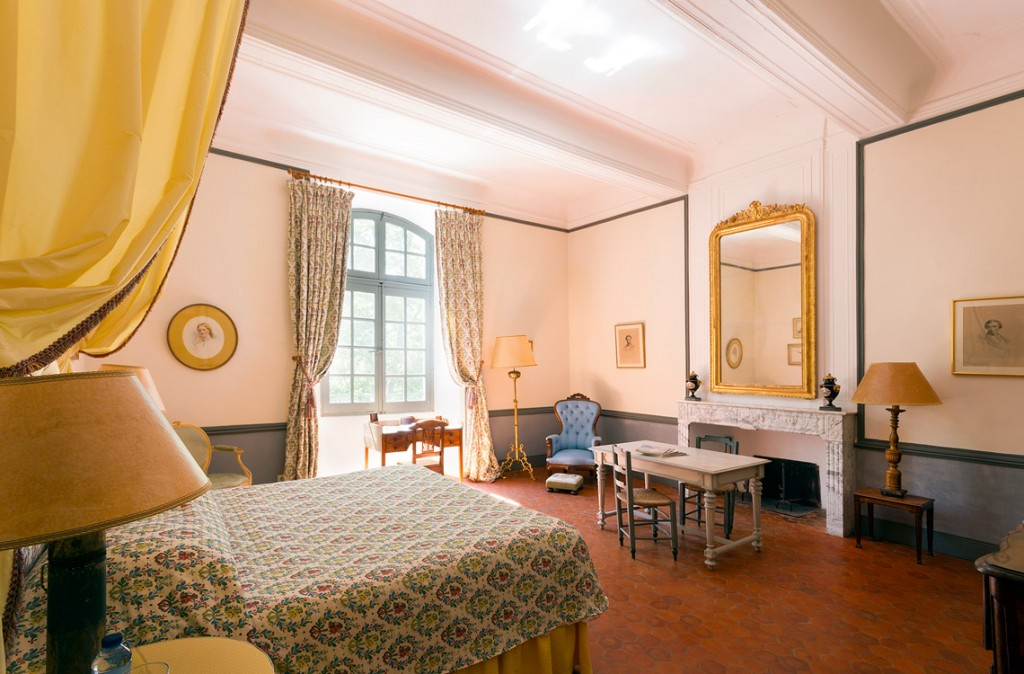 18th cent. flat with room Jaune